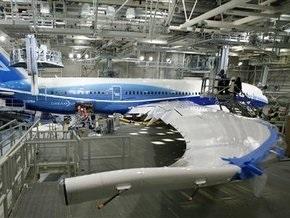 Boeing переносит первый полет самолета 787 Dreamliner