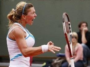 Поклонники просят румынскую теннисистку сохранить грудь
