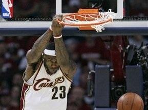 NBA: Кавалеристы разобрали на запчасти Ястребов