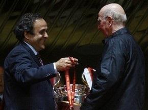 Платини вручит Чарльтону президентскую награду УЕФА