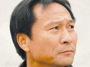 Китайский тренер избил футболиста