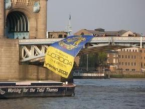 Украинские футбольные болельщики едва не утопили Лободу в Темзе