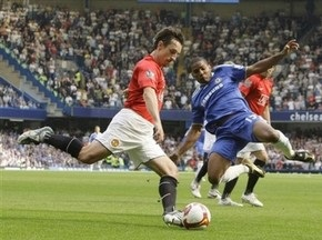 Манчестер Юнайтед продлил контракт с Невиллом