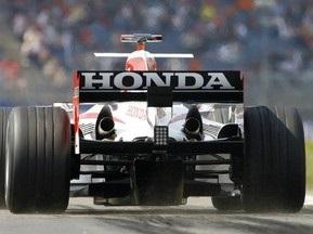 Источник: Команде Honda выделили деньги на четыре первых гонки сезона