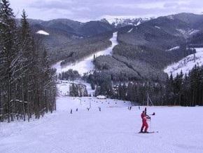 Кореспондент: Бізнесмени заробляють на лижниках у Карпатах великі гроші