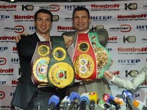 Фото: Братья Кличко показали свои Чемпионские пояса