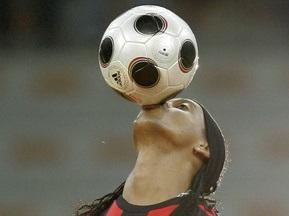 Роналдиньо за каждый гол получает 10 000 евро