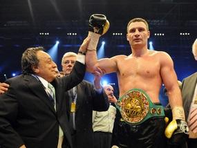 Виталий Кличко привез чемпионский пояс в Киев
