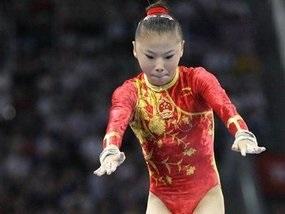 Брусья: Китаянка выигрывает золото