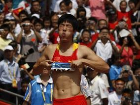 Китай втрачає головну надію на золото в бігу на 110 метрів з бар єрами