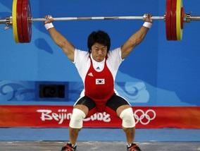Тяжелая атлетика: Кореец отбирает у китайца золото