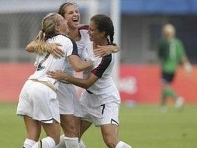 Олимпиада-2008: Американские футболистки одолели сборную Японии