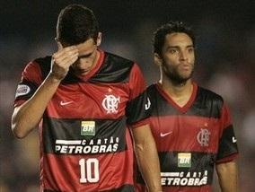 Бразильские футболисты подверглись бомбардировке