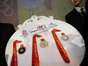 У Пекін прибули Олімпійські медалі