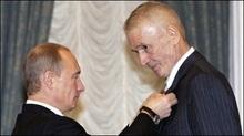 Путін вручив орден Олександру Абдулову