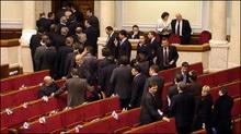 Яценюк оголосив у засіданні ВР перерву, Тимошенко чекає крісло прем'єра