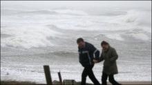 Біля берегів Франції вирує шторм із 15-метровими хвилями