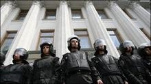 Біля стін Верховної Ради жителі Дніпропетровська скандували: Гнати раду через зраду