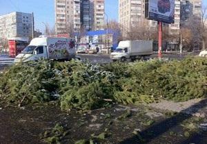 Мариуполь завален непроданными елками