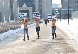 Активистки FEMEN пикетировали штаб-квартиру Газпрома в Москве