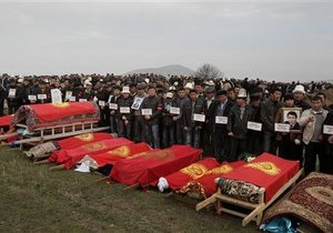 Украина призвала Кыргызстан решать проблемы мирными средствами