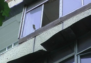 В Киеве 72-летний мужчина упал с четвертого этажа и погиб
