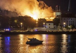 Фотогалерея: Пылающая резиденция. Пожар в Рижском замке