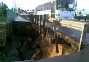 На Буковине обрушилась часть моста через Днестр