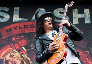 Слэш из Guns N  Roses получил звезду на Аллее славы