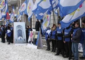 Возле посольства Грузии в Киеве установили копию снесенного Мемориала славы