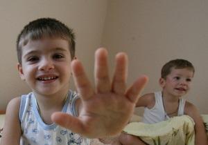 Владение двумя языками помогает детям распознавать ложь
