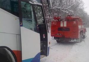 Погода в Украине - В Хмельницкой области автобус с 7 пассажирами застрял в снегу