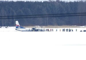 В Эстонии самолет совершил аварийную посадку на замерзшее озеро