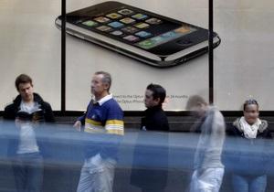В Нью-Йорке желающие купить iPhone 4S девять дней стояли в очереди