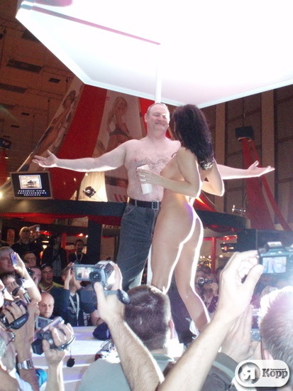 reportazhi-s-vistavok-seks-industrii-bikini-porno