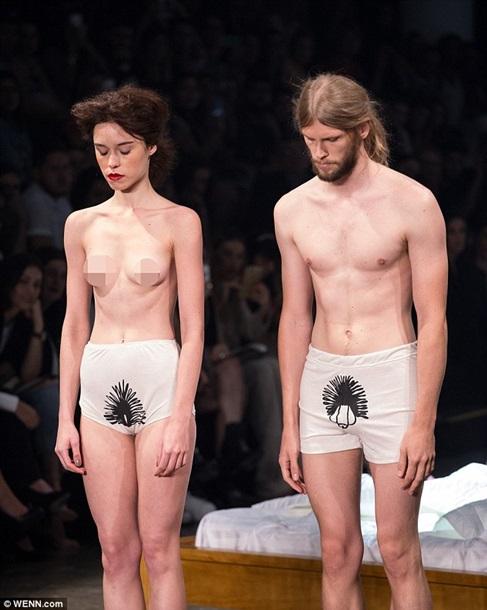 Порно фото девушек в белом обтягивающем нижнем белье снимает блоссом порно студентка