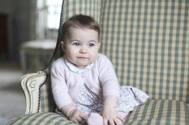 Принц Уильям игерцогиня Кейт опубликовали новые фото принцессы Шарлотты