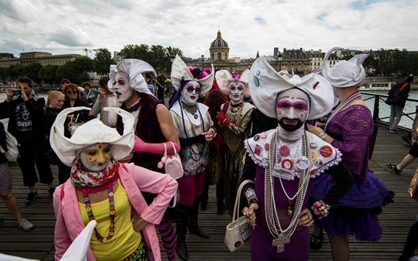 В Париже прошел многотысячный гей-парад - Korrespondent.net