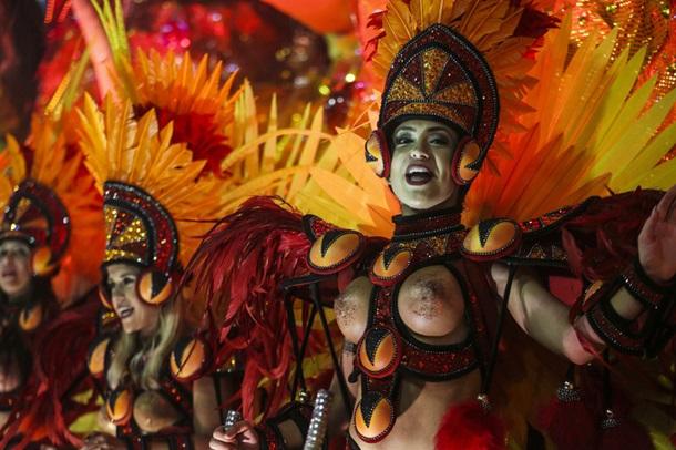 Самый откровенный бразильский карнавал, коллекция интим фото одной девушки