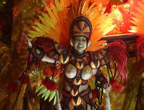 Обнаженные женщины на карнавале в рио, как лизать ножки жены