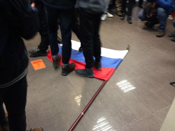 Радикалы атаковали строение Россотрудничества вКиеве