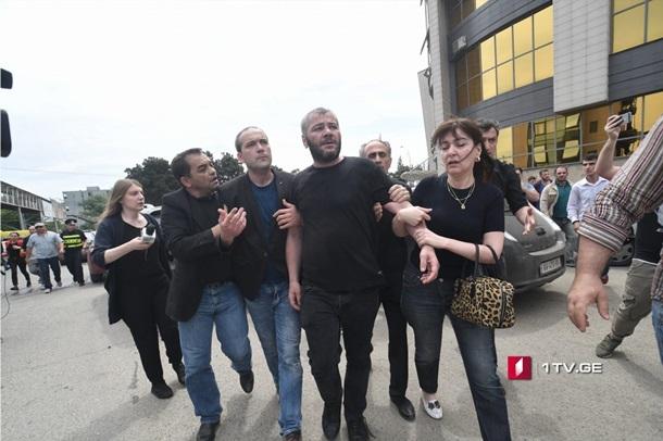 Кучастникам протестной акции вТбилиси пришел президент Грузии
