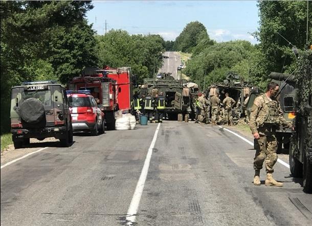 В Литве столкнулись 4 американских бронетранспортера