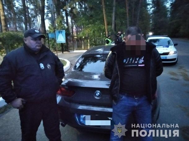 """Под Киевом мужчина похитил бывшую девушку и повез в поле """"поговорить"""""""