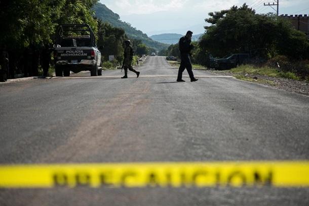 В Мексике 14 полицейских погибли в результате перестрелки