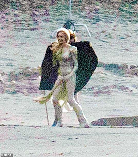 Появились первые фото Джоли с нового фильма Marvel