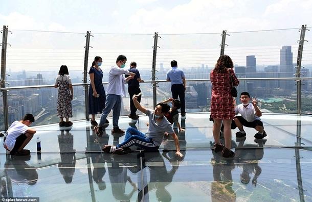 В Китае построили горизонтальный небоскреб