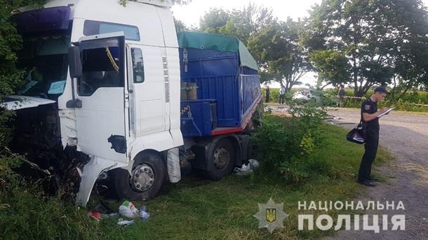В Винницкой области три человека погибли в ДТП с зерновозом