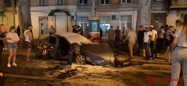 В Одессе ночью случилось крупное ДТП. ФОТО
