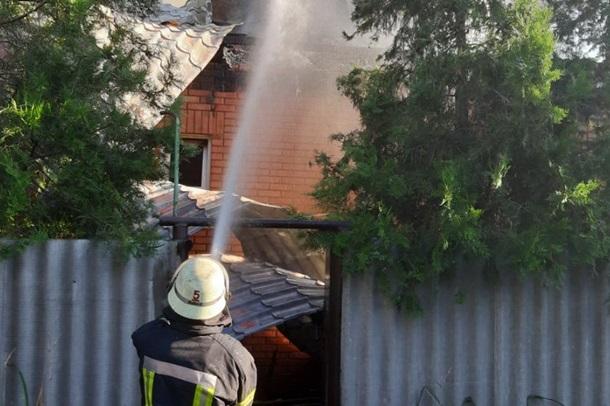 В Харькове всю ночь тушили пожар в цеху. ВИДЕО
